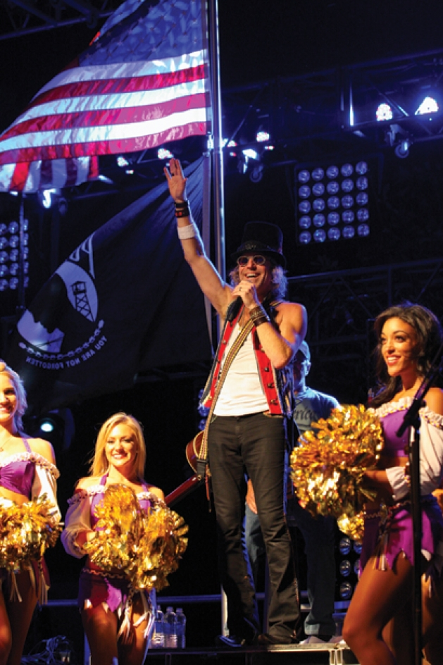 Vikings cheerleaders performing with country artist Big Kenny from Big & Rich
