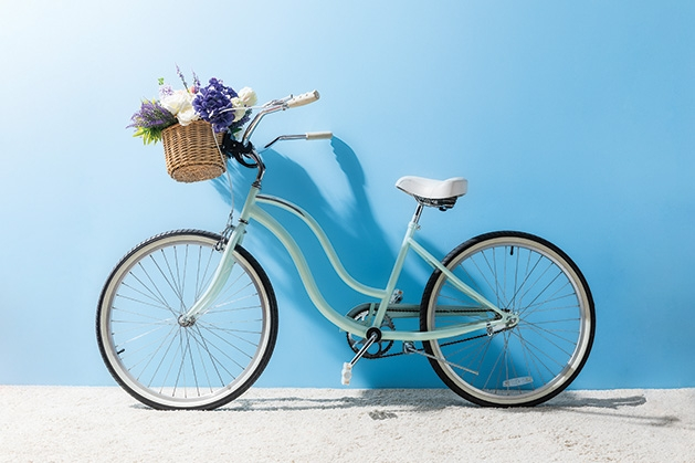 A blue bike sits ready for the Bakery & Brewery Bike Tour.