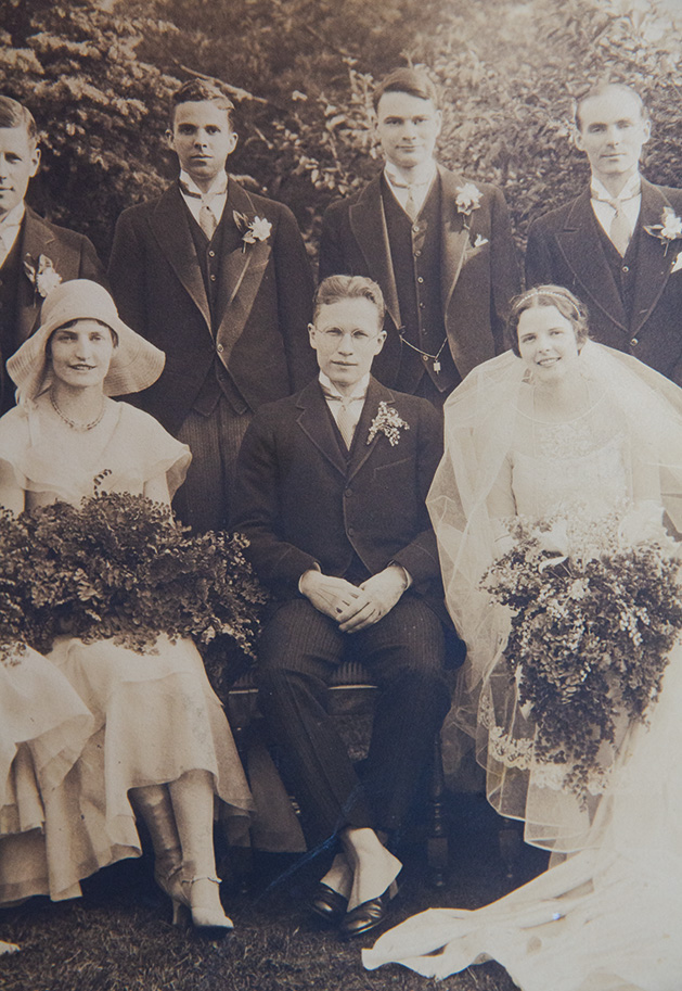 John Leslie and Jean Savage pose with their wedding party on their wedding day.